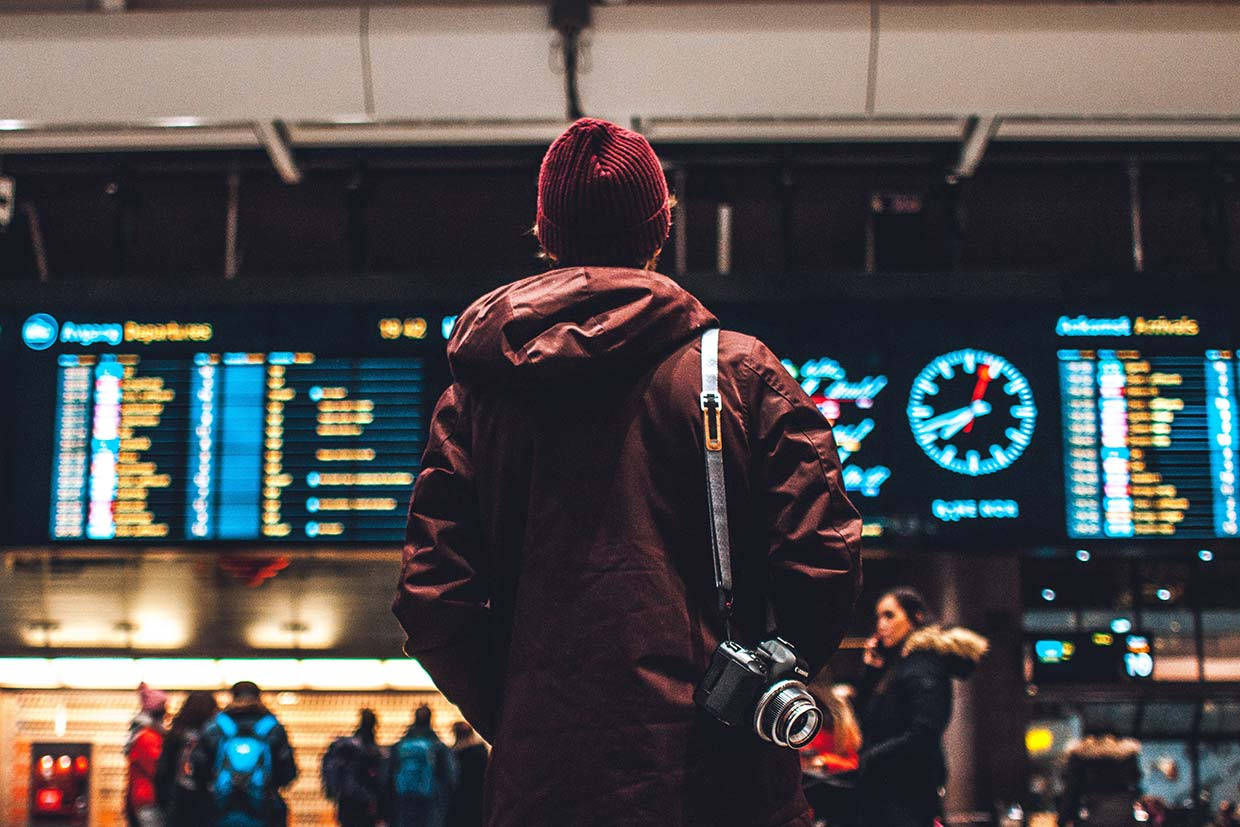 [IMAGE] Traveler waiting. © Erik Odiin. Unsplash